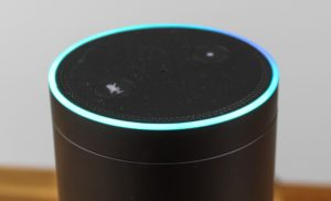 Amazon Echo Spracheingabe mit leuchtendem Ring